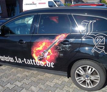 Fahrzeugbeschriftung Tattoo-Studio